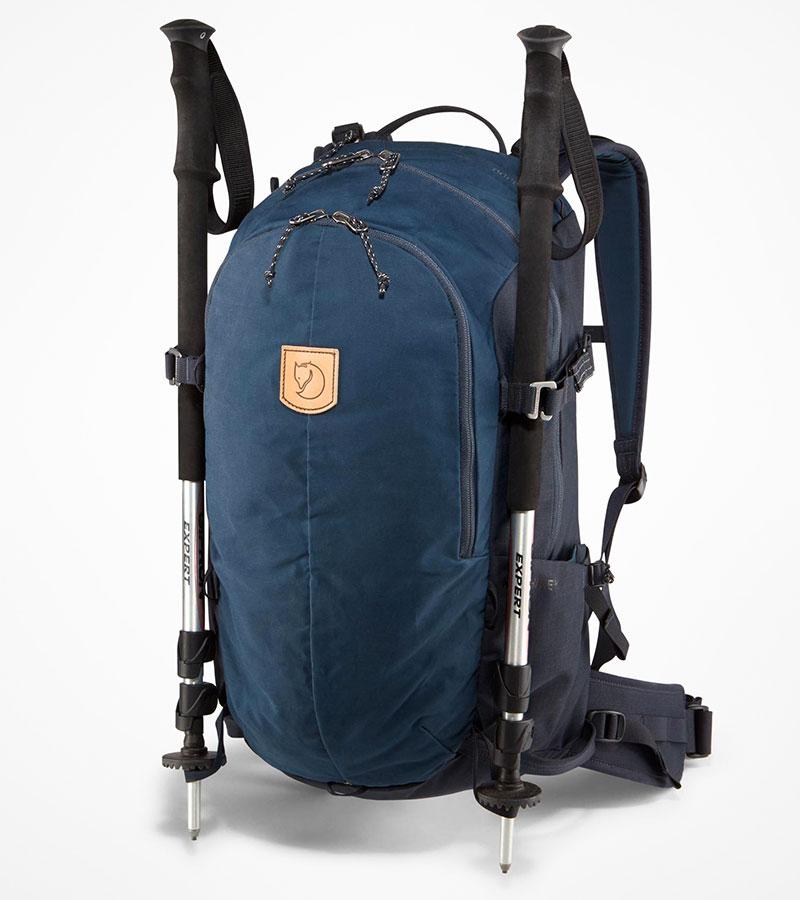 6b7f50ae6a9b В городском Keb Hike предусмотрено всё необходимое для компактного  туристического рюкзака: крепления для палок и