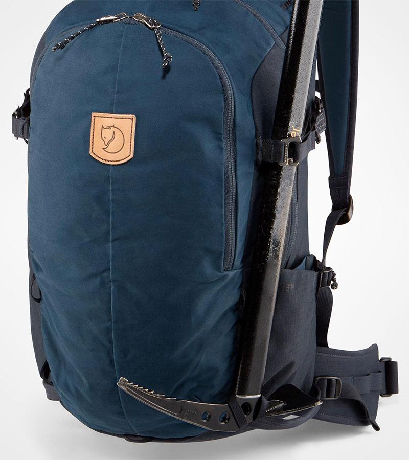 d4f5a673199e В городском Keb Hike предусмотрено всё необходимое для компактного  туристического рюкзака: крепления для палок и