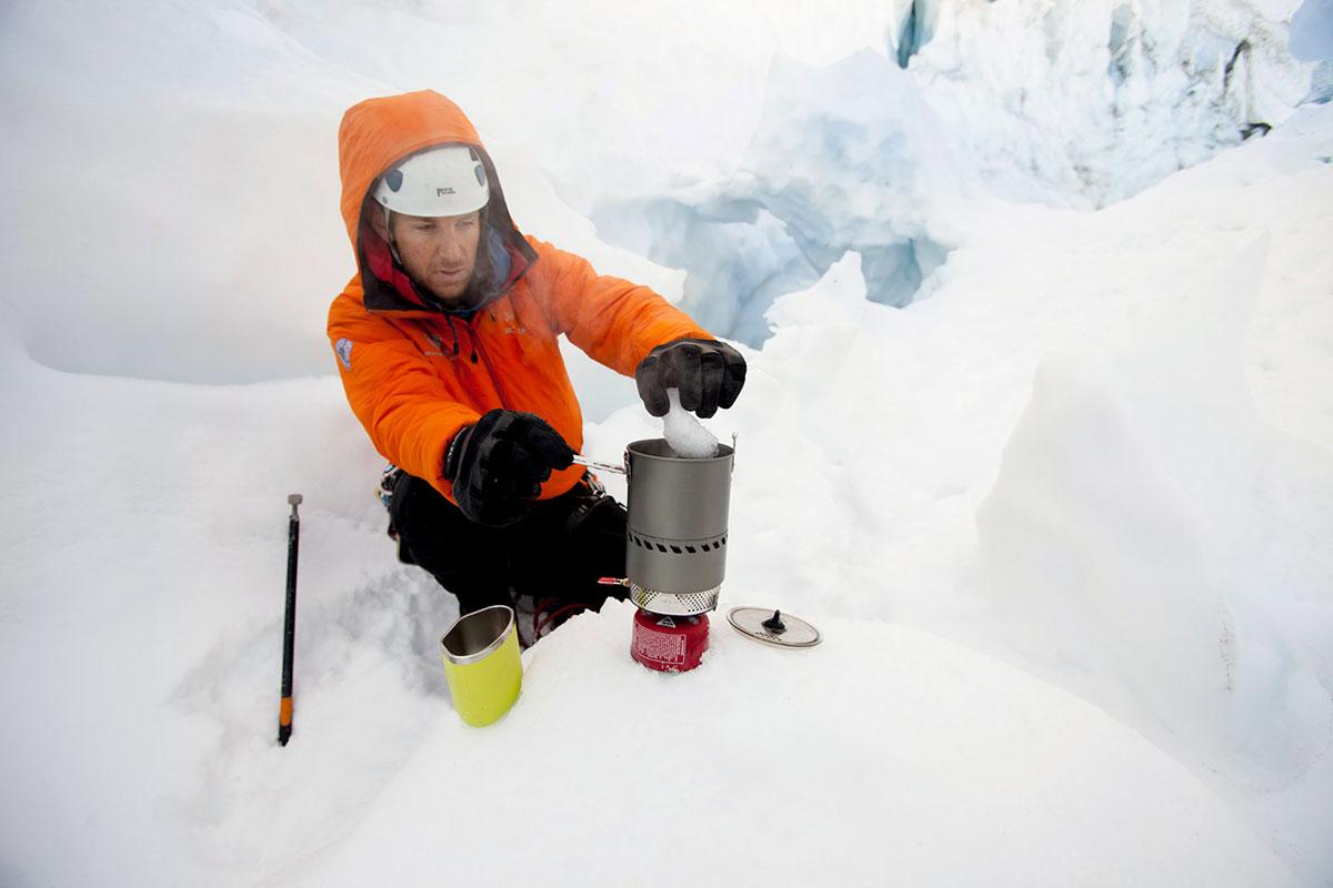 Растапливание снега с помощью горелки MSR Reactor