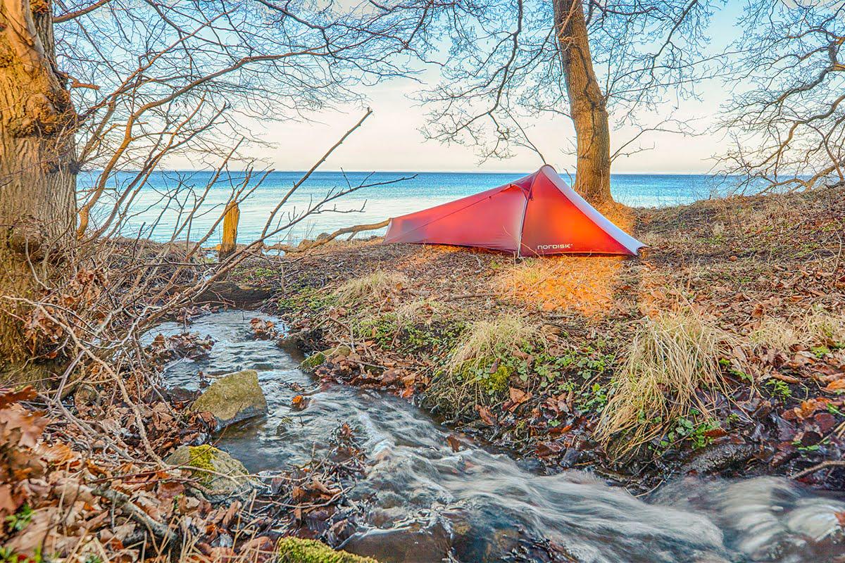 Застеленное ковриками Therm-a-Rest дно ультралёгкой палатки MSR FreeLite 2
