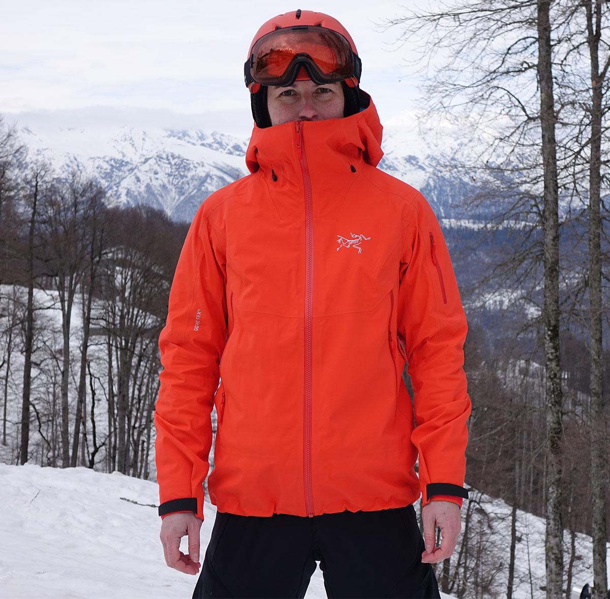 c6238a5e ... тонкий флисовый пулон, лёгкая куртка с синтетическим утеплителем,  мембранная неутеплённая куртка. Комбинируя слои, его можно «настроить»  практически под ...