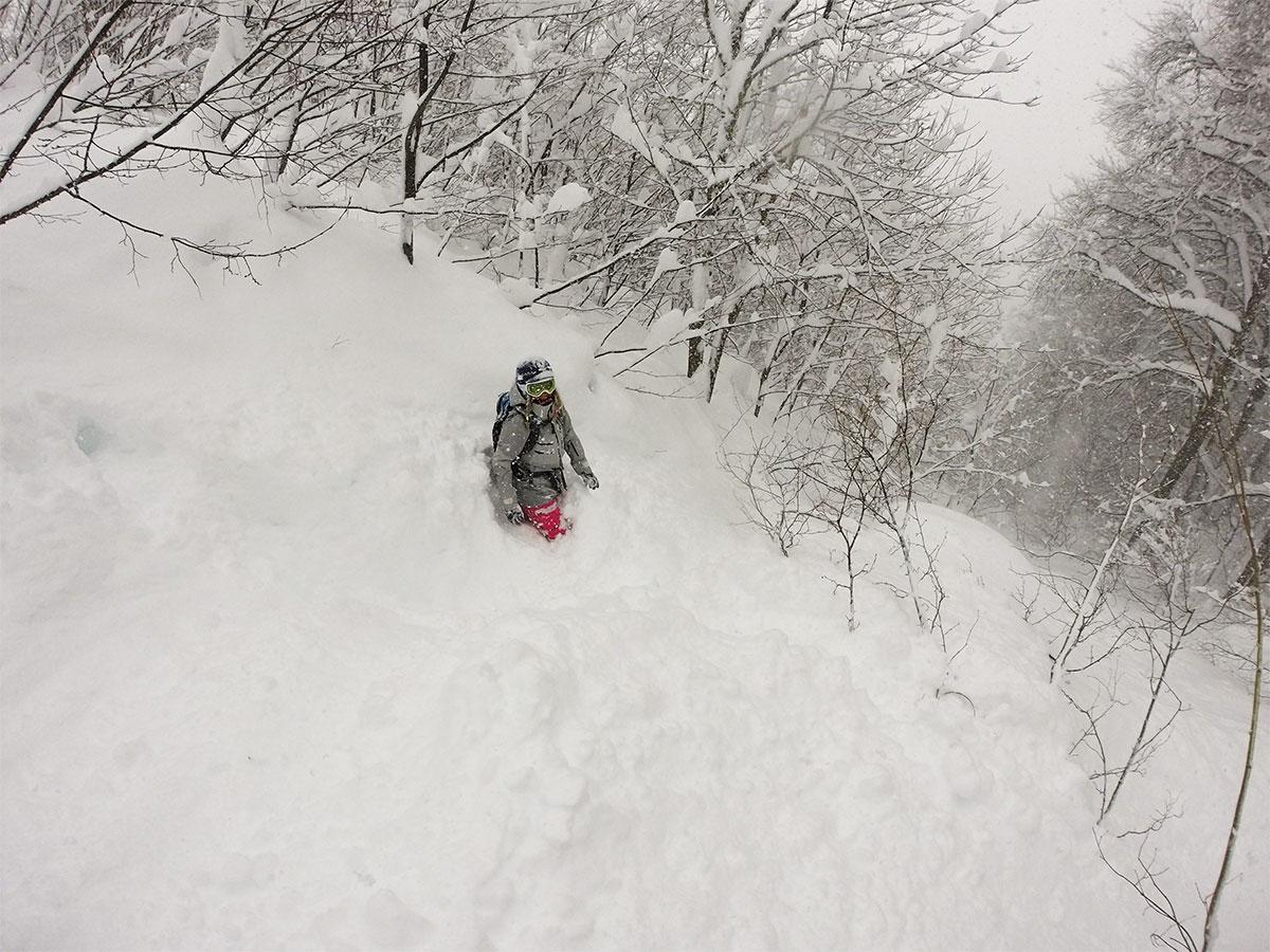 Порой влажный тяжелый снег не дает возможности двигаться