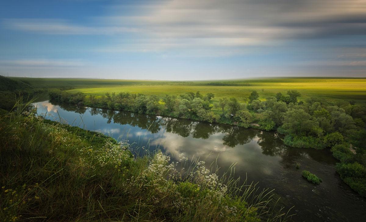 Местность в окрестностях реки называют русской Швейцарией — неспроста