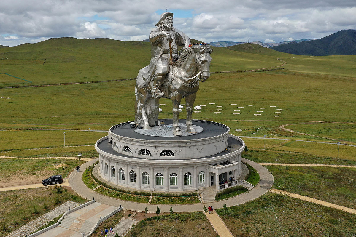 нас памятник чингисхану в монголии фото выступал проведение городского