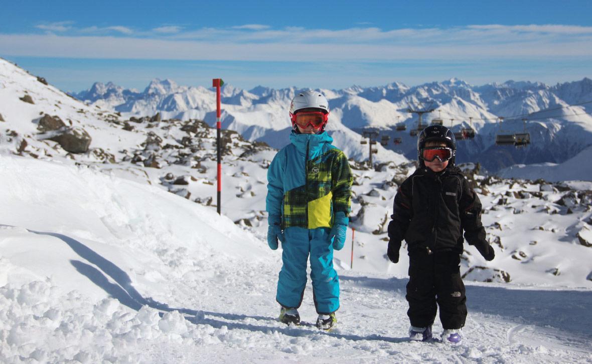 a8b66252ab22 Как одеть ребенка зимой  Преимущества горнолыжной одежды — Блог ...