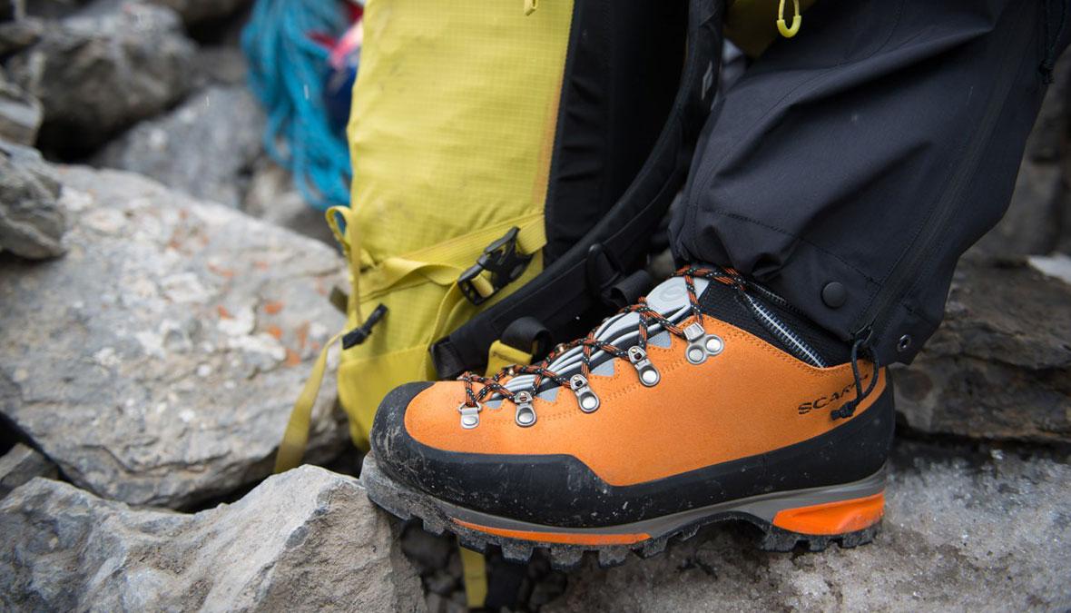 7e463ee8 Просматриваете список снаряжения и доходите до пункта «альпинистские  ботинки». Если вы ещё не достигли такого уровня, когда в шкафу десяток пар  горной обуви ...